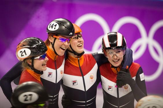 Voor Yara van Kerkhof (links) verlopen de Winterspelen sensationeel goed. © Matty van Wijnbergen