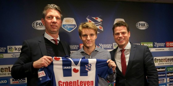 Martin Ødegaard (midden) © EPA
