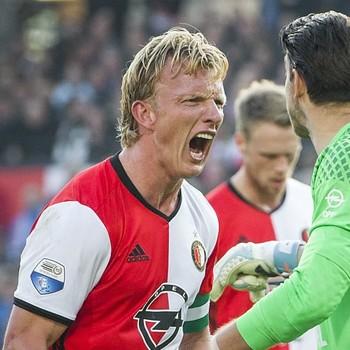 Dirk Kuyt hielp Feyenoord met een late treffer aan een gelijkspel tegen Ajax. © Matty van Wijnbergen