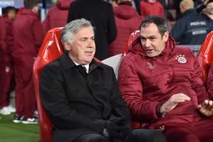 Paul Clement (rechts) op de bank naast Carlo Ancelotti © Hollandse Hoogte