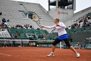 Kiki Bertens in actie op een koud en kil Roland Garros. © AFP