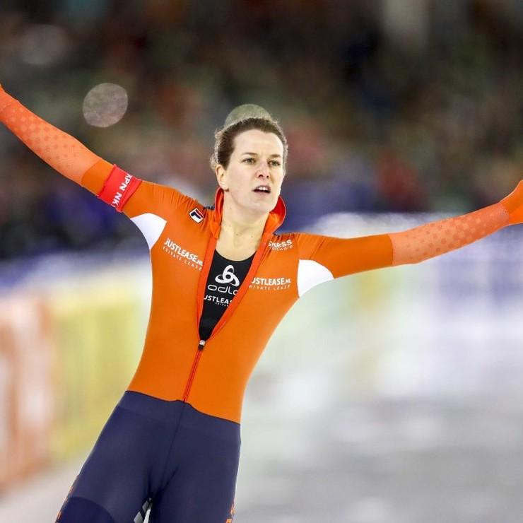 Ireen Wüst is voor het eerst Nederlands kampioen sprint. © ANP
